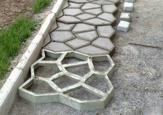 Делаем тротуарную плитку